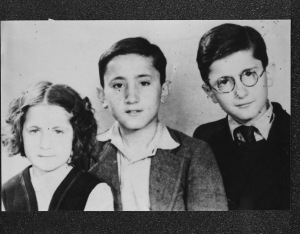 Maurice et Fernand avec leur jeune sœur Dvora-Denise