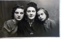 BUK Louise et Denie avec leur mère